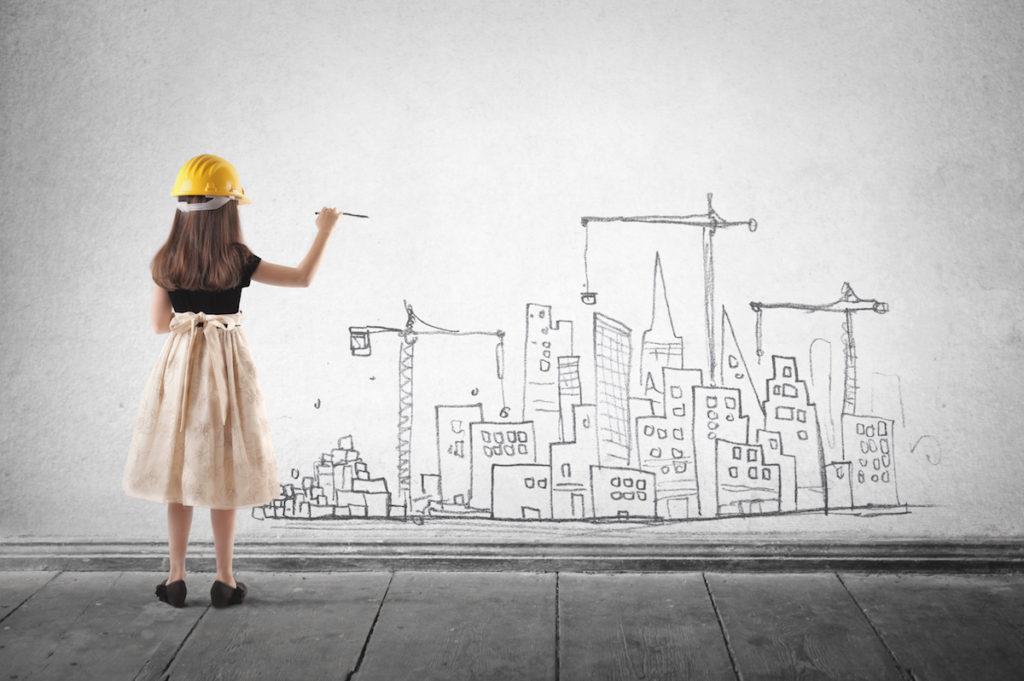 壁に絵を描く女の子